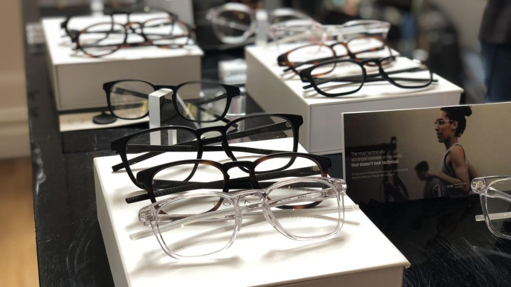 Pros and Cons of Getting Cheap Eyeglasses